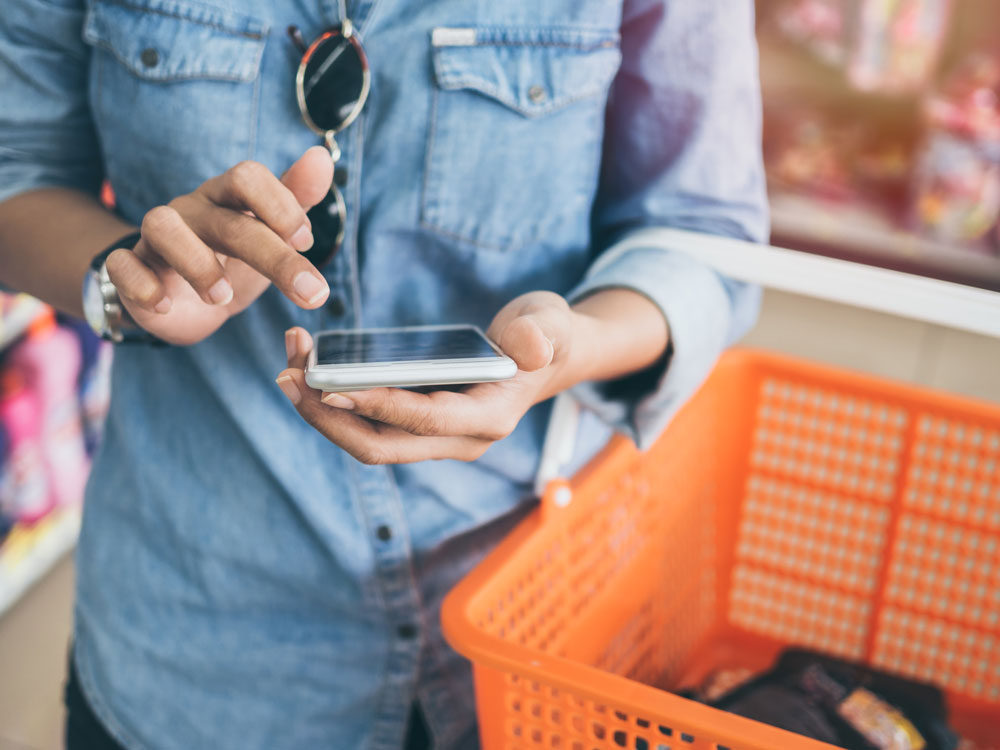 examples of customer service chatbot interaction retail store